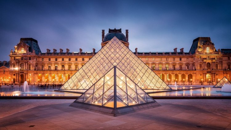 متحف اللوفر فى باريس
