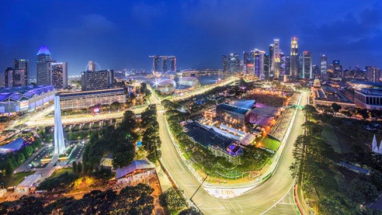 مشهد ليلي من مدينة سنغافورة