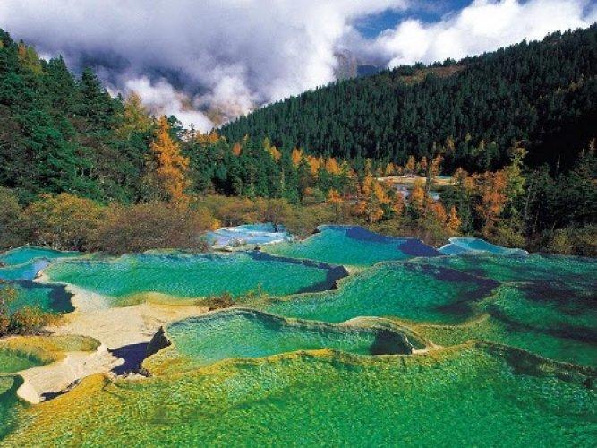 وادي هوانغ لونغ اجمل الاماكن السياحية في الصين