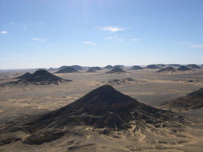 الصحراء السوداء من اغرب الأماكن في مصر