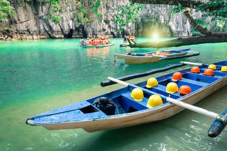 ركوب القوارب على شواطئ الفلبين