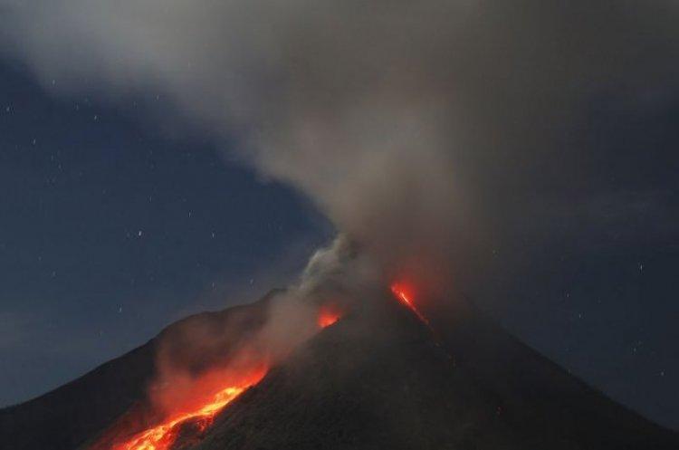 بركان جبل أغونغ ببالي في اندونيسيا
