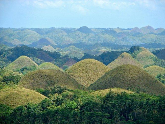 تلال الشوكولاتة في الفلبين