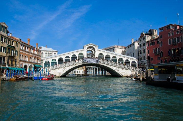 جسر ريالتو في فينيسيا