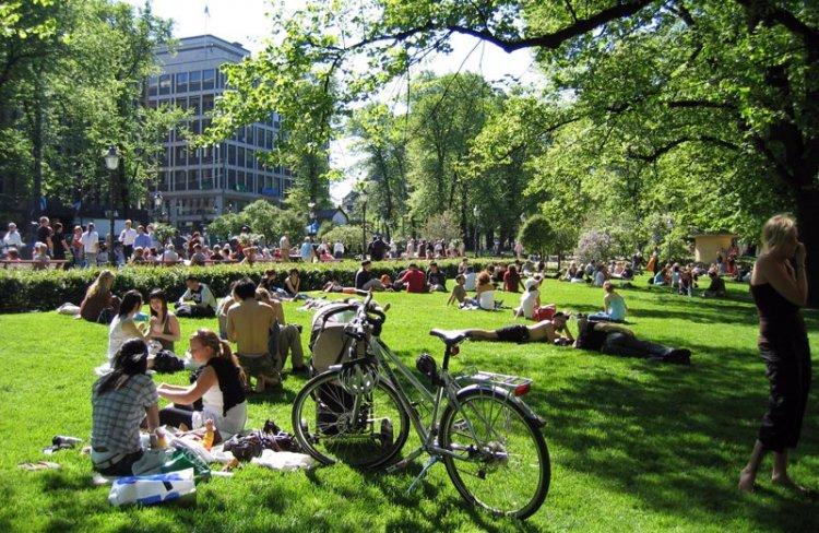 حديقة إسبلانادي في هلسنكي