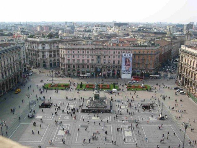 ساحة دومو في مدينة ميلان