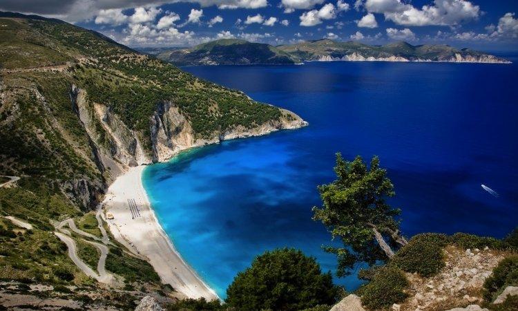 شاطئ ميرتوس في اليونان