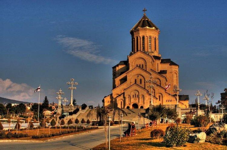 كاتدرائية الثالوث المقدس في مدينة تبليسي بجورجيا
