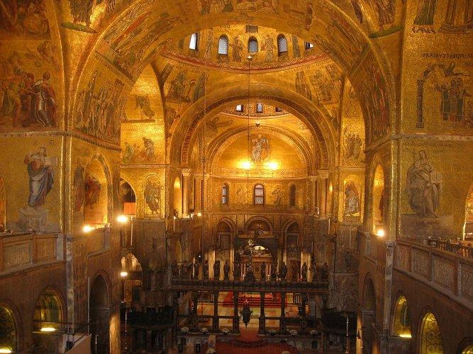 كاتدرائية سان ماركو من الداخل