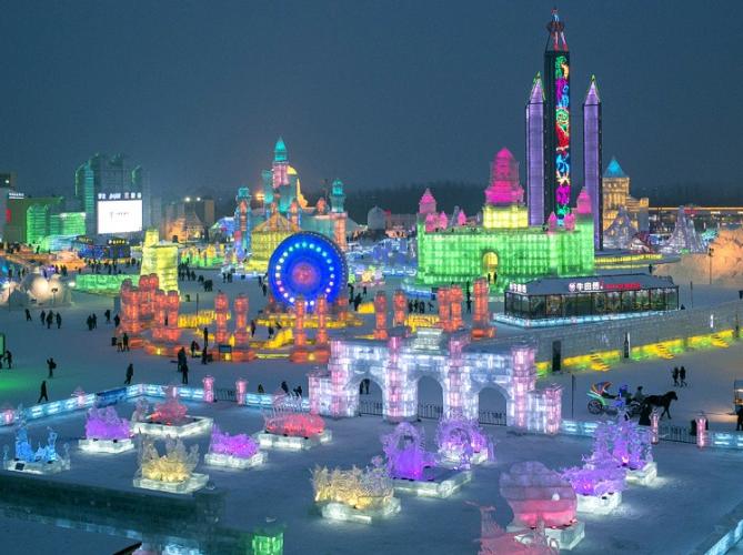 مهرجان هاربين الدولي بالجليد الملون