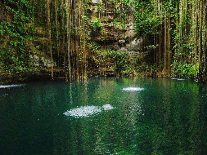 فجوات صخرية فى جزيرة يوكاتان