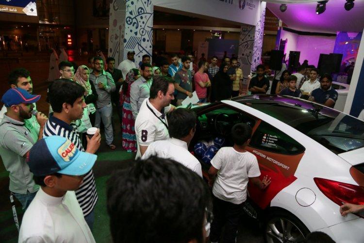 سباق السيارات في معرض دبي الدولي للسيارات