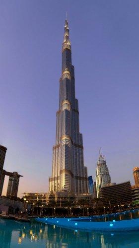 ممشى و نافورة دبي الجديد
