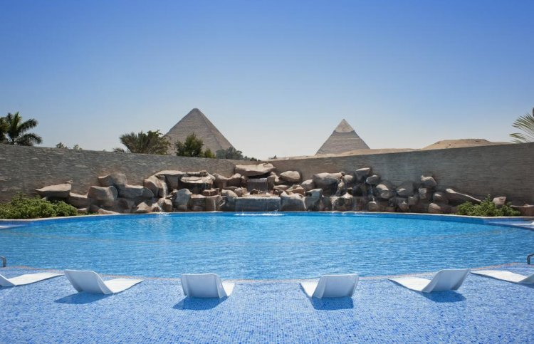 meridian pyramids – الجيزة