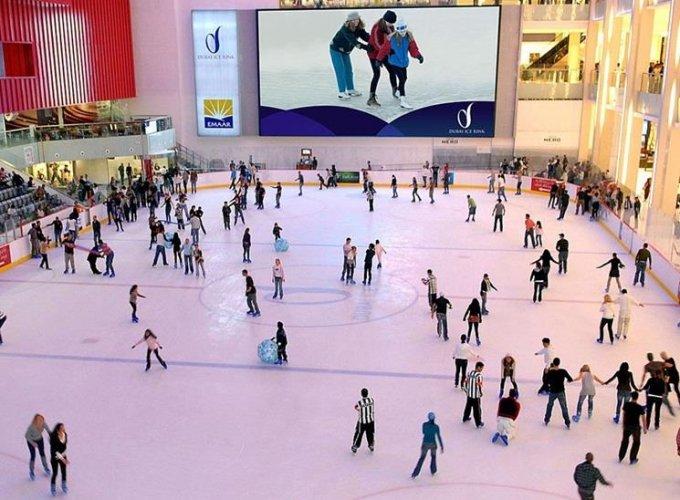 التزلج علي الجليد في مول دبي