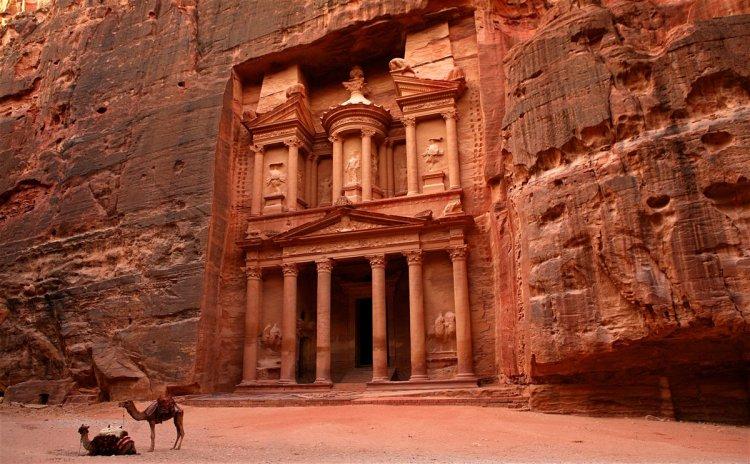 روعة مباني مدينة البتراء بالأردن