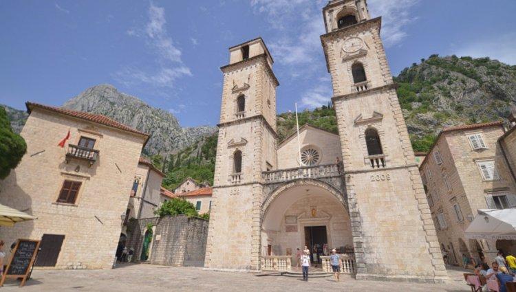 كاتدرائية القديس تريفون