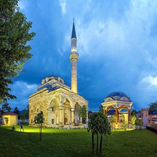 مسجد فرحات باشا في بانيا لوكا بالبوسنة والهرسك