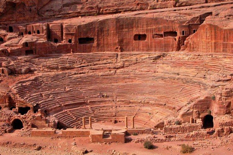 مسرح مدينة البتراء بالأردن