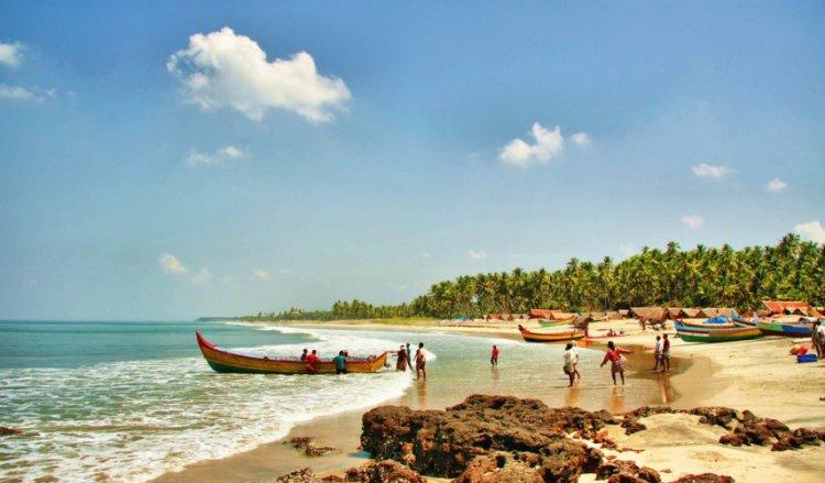 السياح في شاطئ فاركالا كيرلا