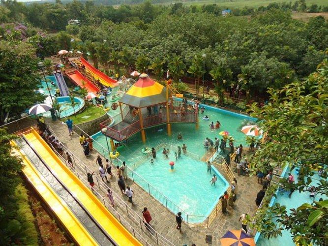 السياح يستمتعون في حديقة فيجا لاند في كيرلا