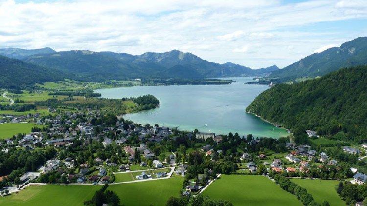 بحيرة وولف جانج في النمسا