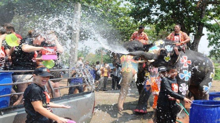 مهرجان رش المياه