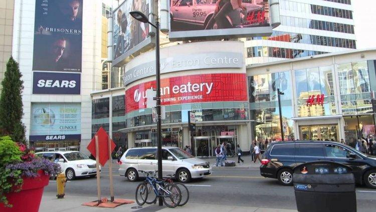 مركز تورنتو إيتون في تورونتو كندا