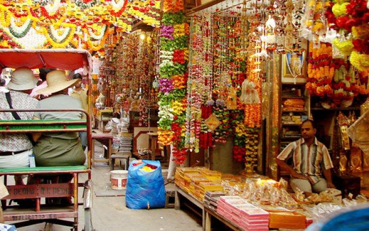 التسوق في شوارع نيودلهي الهند