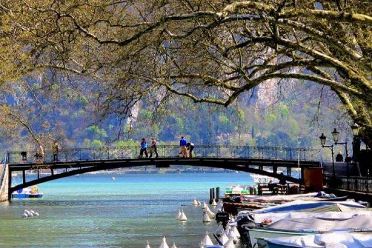 جسر العشاق فرنسا