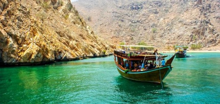 الإبحار في مضيق مسندم في سلطنة عمان