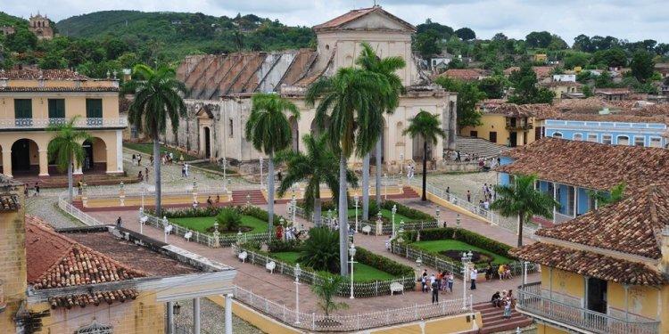 ساحة بلازا مايور في ترينيداد كوبا