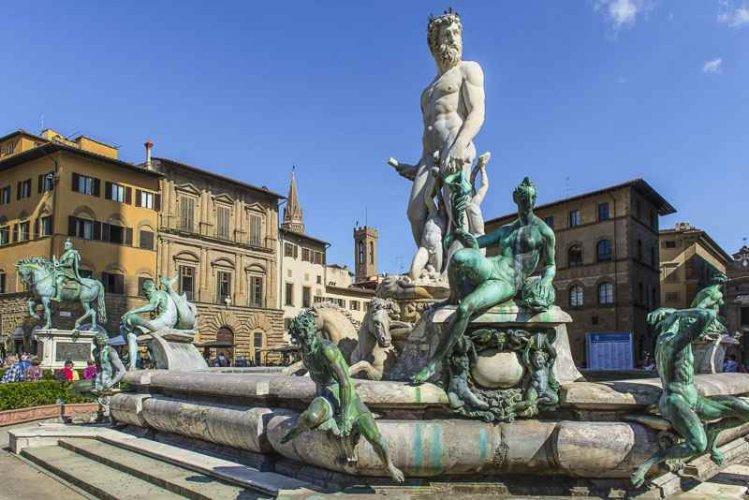 ساحة ديلا سانتا في فلورنسا إيطاليا