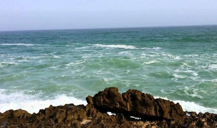 شاطئ المغسيل في صلالة سلطنة عمان