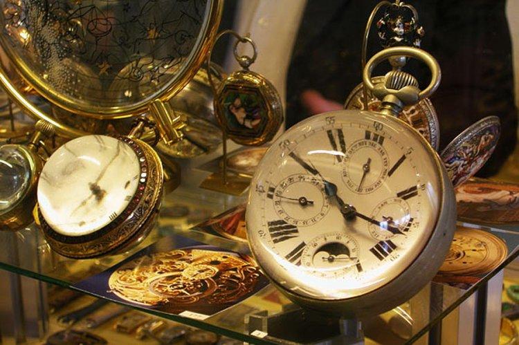 متحف الساعات في جنيف سويسرا