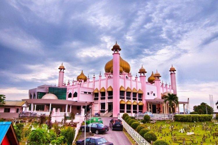 مسجد مدينة كوتشينغ ماليزيا