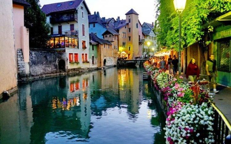مدينة آنسي الفرنسية