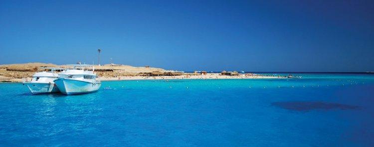 مياه جزيرة الجفتون الصافية
