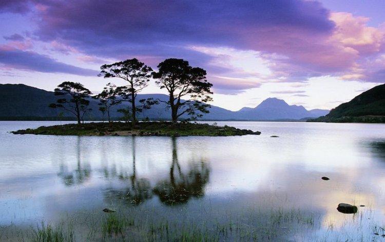 بحيرة Loch Maree في اسكتلندا