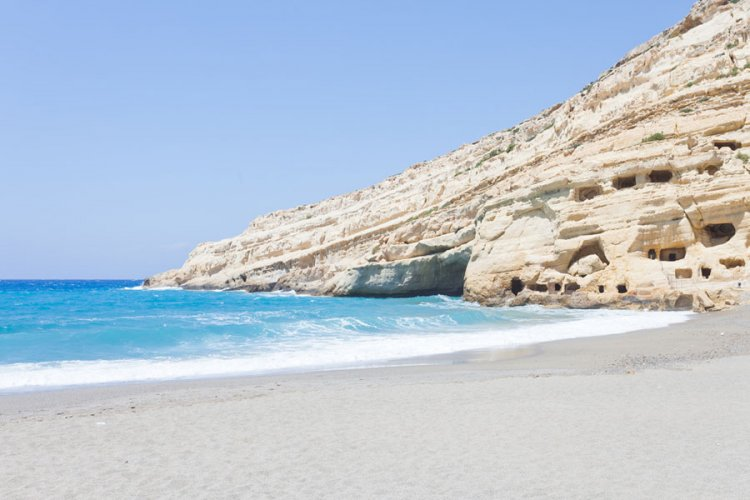 شاطئ ماتالا في اليونان