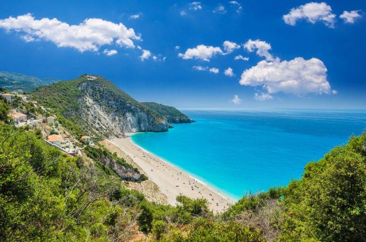 شاطئ ميلوس في اليونان