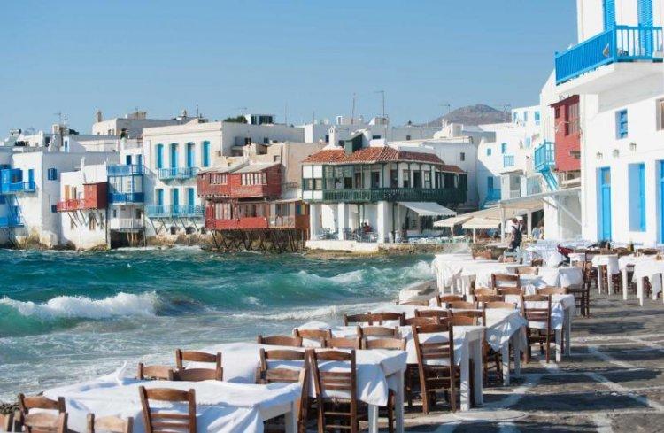 المقاهي السياحية في جزيرة ميكونوس