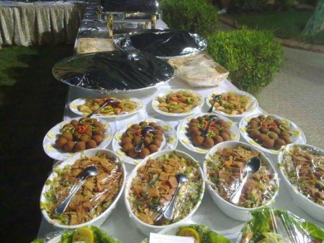 بوفيه الغداء في مطعم الدفواء في الرياض