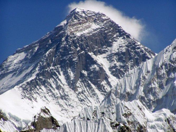 جبل ايفرست اعلي جبل في العالم