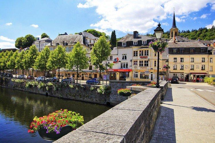 قرية بويلون في بلجيكا