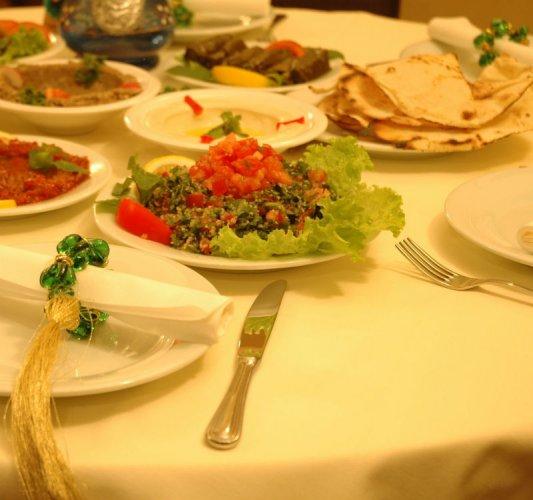 مطعم المائدة اللبنانية
