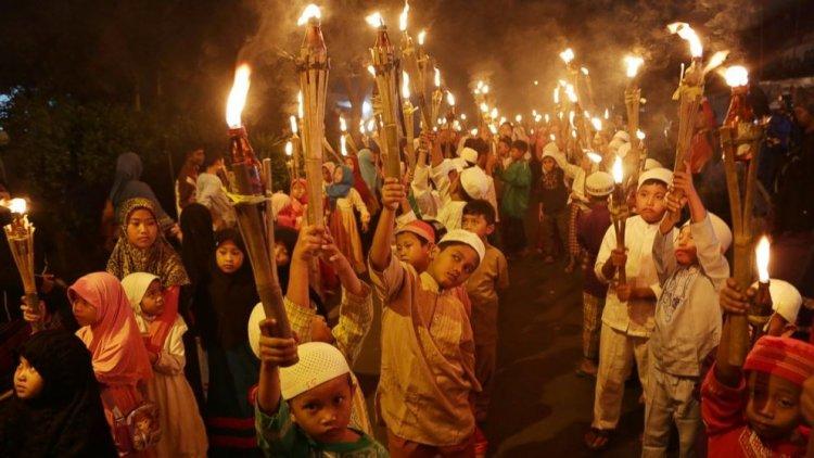 احتفال الأطفال بشهر رمضان في إندونسيا