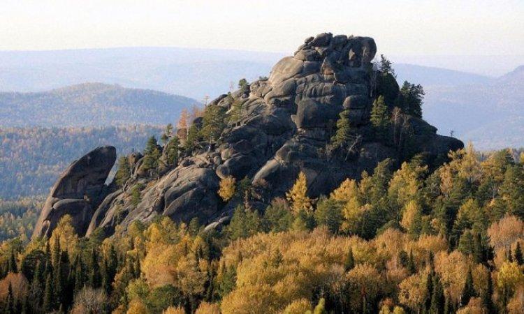 منحدرات جبلية محمية ستولبى الطبيعية في روسيا