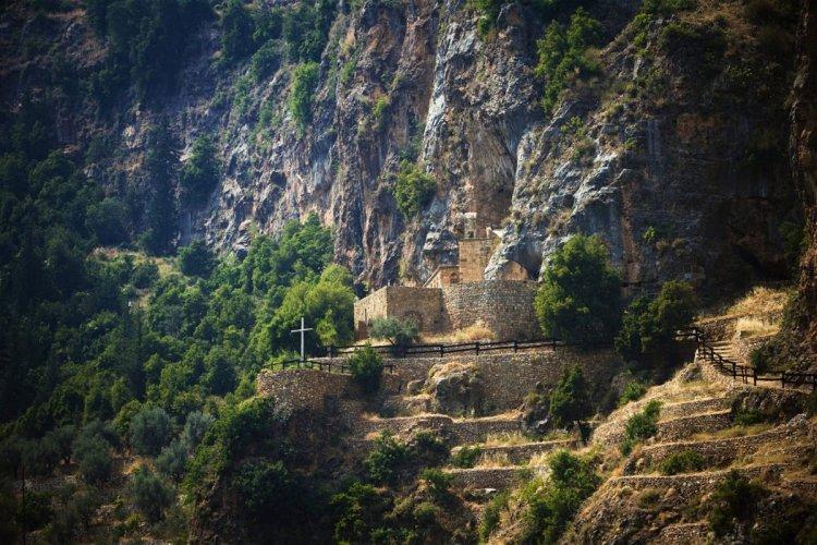 دير كانوبين في شمال لبنان