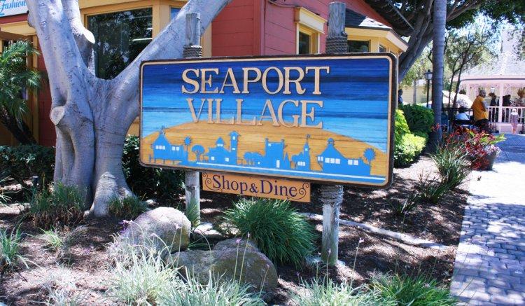 قرية الميناء في سان دييغو كاليفورنيا